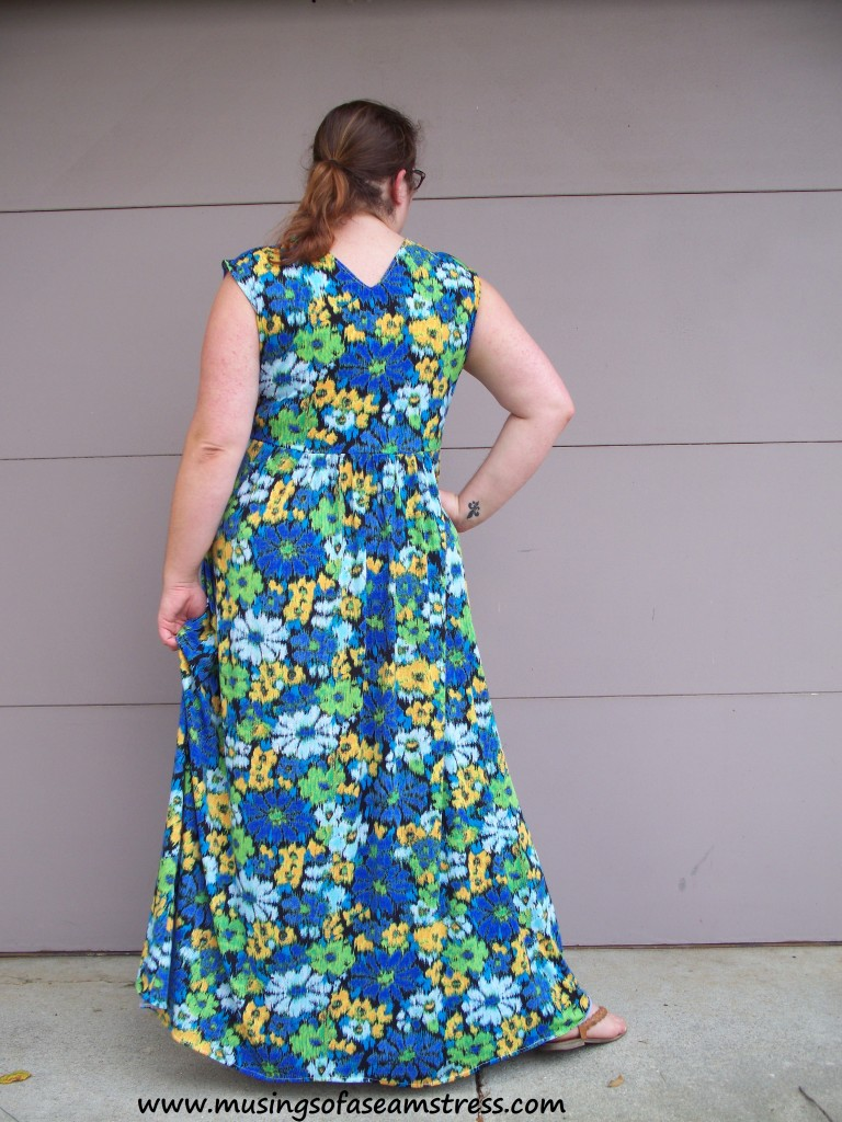 Musings of a Seamstress McCall's 6073 back